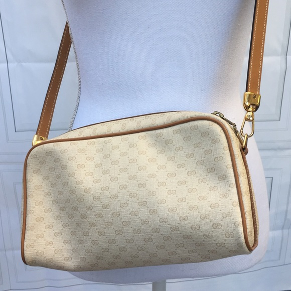 e076c1e3f28 Gucci Handbags - 💯 Authentic Vintage Gucci Leather Purse